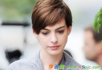 圆脸女生短发发型的护理注意事项    1,洗发前,先梳理头发一次,可