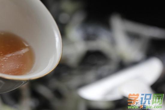 鲁菜四大名菜葱烧海参怎么做_葱烧海参的做法