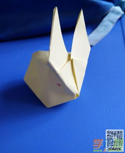 学手工 折纸      兔子是小孩子最爱的小动物,小兔子相信大家都会折
