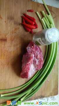 蒜苔炒牛肉的做法