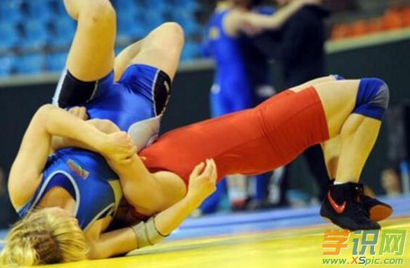 练摔跤的好处与坏处